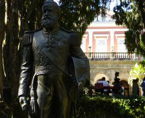 Estatua_dom_pedro_ii_museu_imperial_petropolis edição